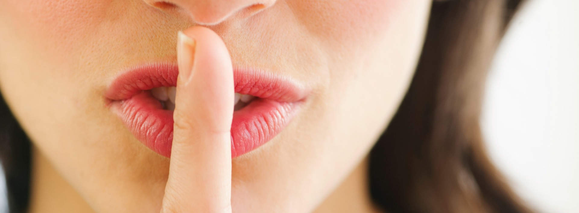 Silent letters in English: Stick your finger in front of your mouth and start with your tongue touching your finger to get the the sound in English.