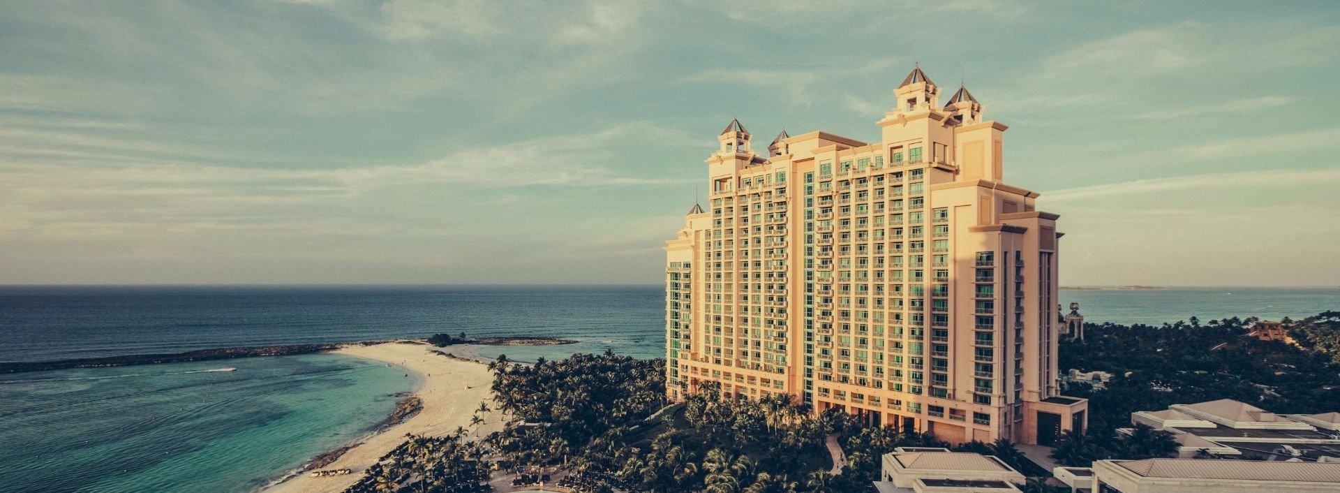 Ein großes Hotel am Meer: Hier benötigen Sie unsere englischen Formulierungen für's Hotel.
