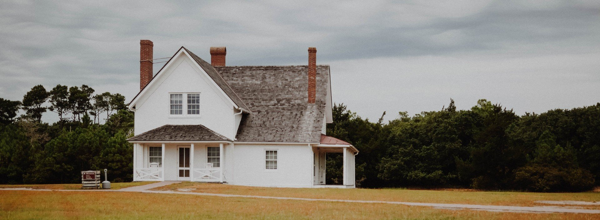 Big white house on an empty field, vocabulary for buying a house in English