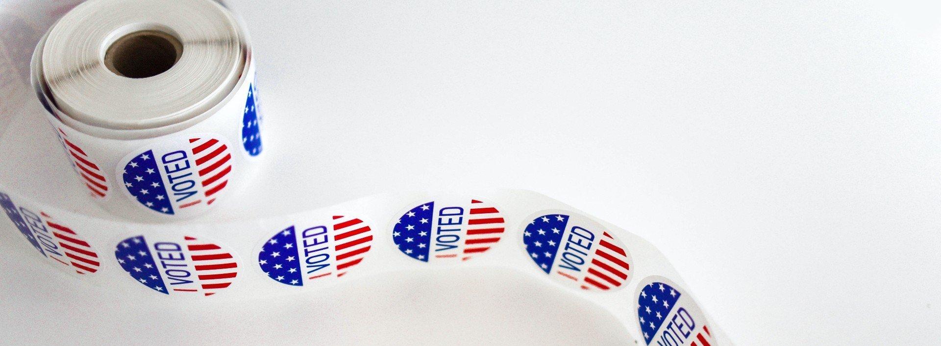 """Wahlvokabeln: eine Rolle Aufkleber mit der Aufschrift """"Ich habe gewählt"""", die am Wahltag verteilt wird."""